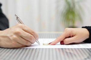 Pozew o rozwód – jak napisać, co powinien zawierać i gdzie go złożyć?